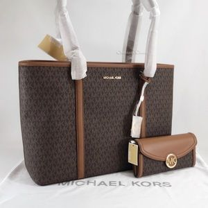 #Last One# NWT Michael Kors Set